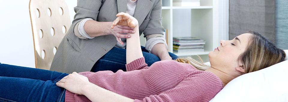 آیا هیپنوتیزم میتواند یک روش درمانی باشد